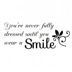 Väggtext You're never fully dressed until you wear a smile
