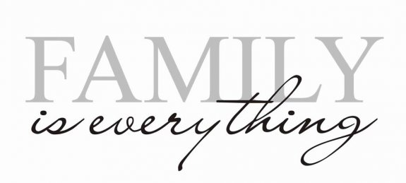 Väggtext - FAMILY is everything